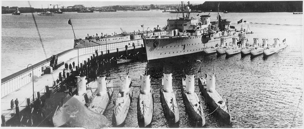 Submarine depot and rescue ships Small_Saar%20and%20coastal%20subs%20wb26%20wb62%2024012