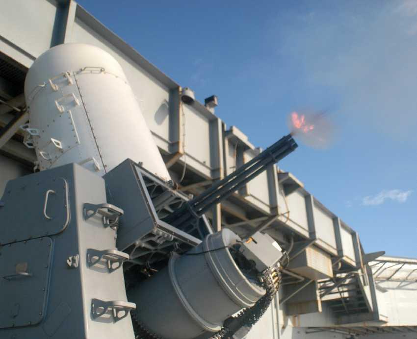 نظام الدفاع البحري Phalanx CIWS خط الدفاع الاخيرة للقطع الحربية البحرية WNUS_Phalanx_Carl_Vinson_pic