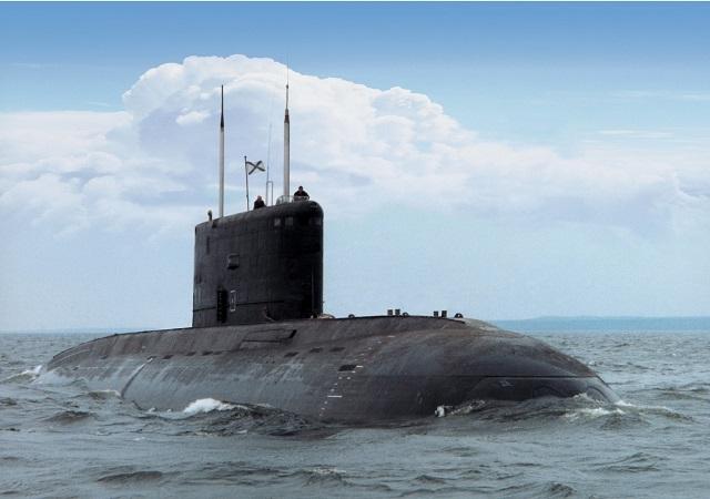 مؤسسة روسية تتلقى طلبًا من الجزائر لبناء غواصتين - صفحة 11 Project_636_heavy_diesel-electric_submarine_SSK_Rosoboronexport_IMDS_2013_news