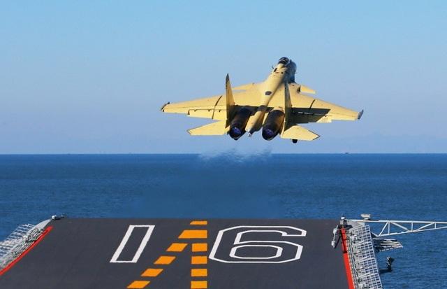 فيديو جديد يظهر تفاصيل المقاتلة البحرية الصينية J-15 أثناء العمليات على ظهر حاملة الطائرات Liaoning Chinese_aircraft_carrier_j-15_flying_shark_fighter_China_Liaoning_CV16