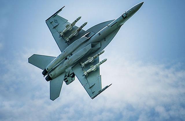 Boeing F/A-18E/F Super Hornet  (caza polivalente con capacidad para operar desde portaaviones)  - Página 4 F18_Super_Hornet_4_Harpoons_Boeing