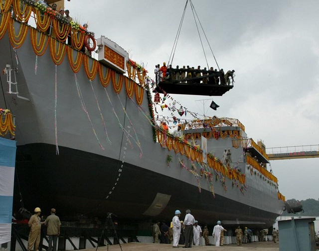 Armée Indienne / Indian Armed Forces - Page 40 GRSE_LCU_launch_Indian_Navy_1