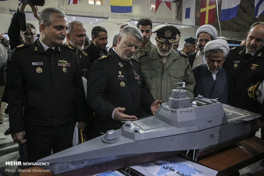 Armée Iranienne/Armed Forces of the Islamic Republic of Iran - Page 24 Iran_has_unveiled_trimaran_warship_design_Safineh_guided_missile_destroyer_project_925_001
