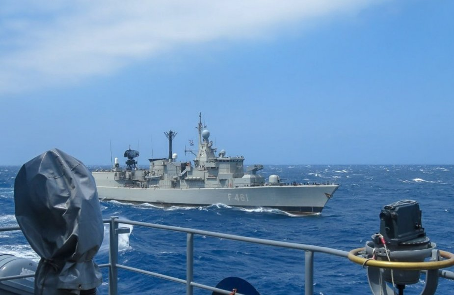 Tensions en Méditerranée Orientale  - Page 3 Standing_NATO_Maritime_Group_2_Exercises_with_Hellenic_and_Turkish_Navies_925_001