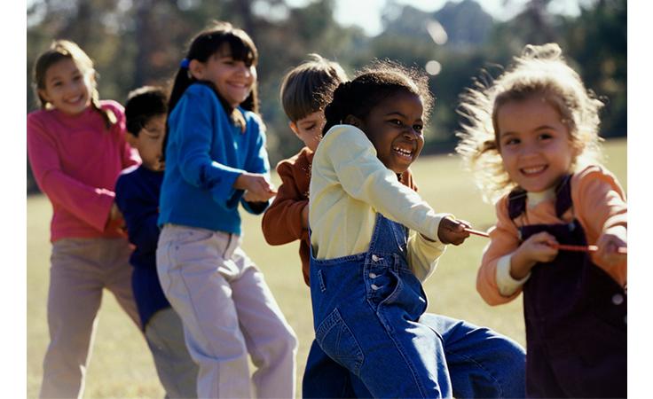 5 نصائح هامة تساعدك على تربية طفلاً منفتحاً على الآخرين Kids1-1-4-2017