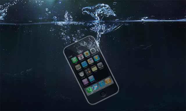 Mon portable est tombé à l'eau ! Iphone-water1
