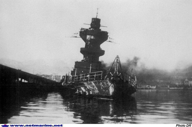 Sabordage de la flotte française à Toulon. Photo15