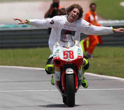 Tragjedi në Moto GP, vdes Marco Simoncelli  200209_simoncelli_al_dainese_store_ancona