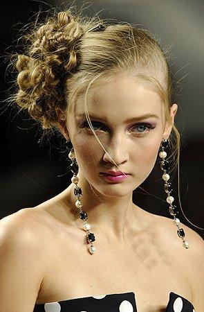 Прически, и цвет волос Hairdresses_women_celebration_271207_0010
