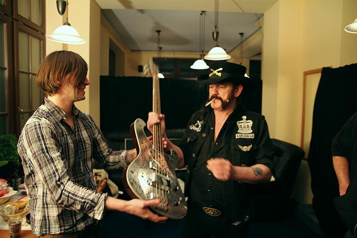 O que os Rickenbacker tem de tão especial ? - Página 5 Lemmy01