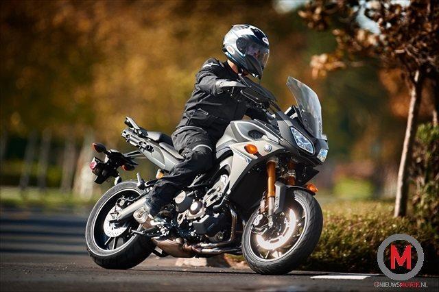 "Yamaha ""tdm"" 2015 !! 2015-Yamaha-FJ09_action_7"