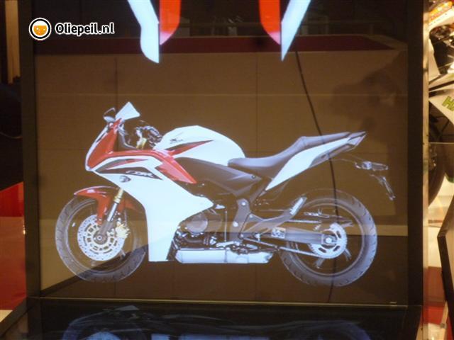 Honda CBR 600 F 2011 2011-Honda_CBR600F_1