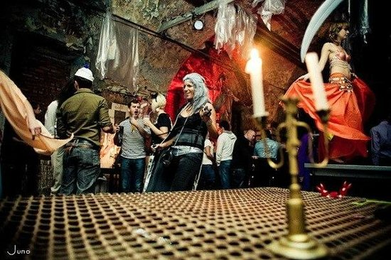 SAINT PETERSBURG: NIGHTLIFE AND CLUBS Vita-notturna-San-Pietroburgo-Akakao-Bar