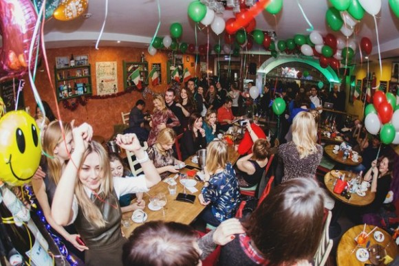 SAINT PETERSBURG: NIGHTLIFE AND CLUBS Vita-notturna-San-Pietroburgo-Caff%C3%A8-Amarcord-580x387
