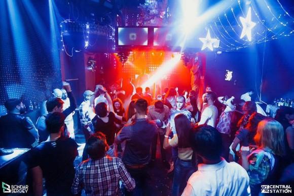 SAINT PETERSBURG: NIGHTLIFE AND CLUBS Vita-notturna-San-Pietroburgo-Central-Station-Club-580x387