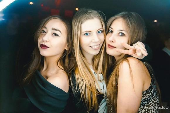 SAINT PETERSBURG: NIGHTLIFE AND CLUBS Vita-notturna-San-Pietroburgo-Coyote-Ugly-belle-ragazze-russe-580x387