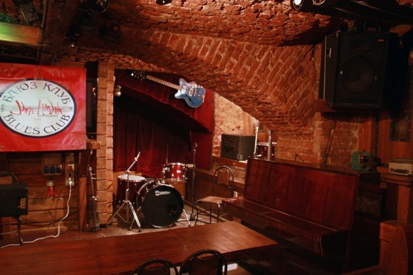 SAINT PETERSBURG: NIGHTLIFE AND CLUBS Vita-notturna-San-Pietroburgo-Jimi-Hendrix-Blues-Club-580x386