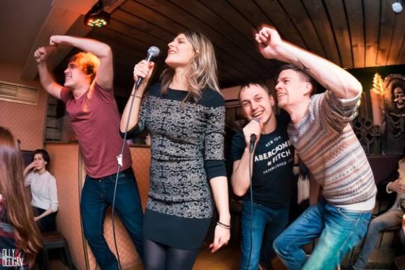 SAINT PETERSBURG: NIGHTLIFE AND CLUBS Vita-notturna-San-Pietroburgo-Poison-RocknRoll-Karaoke-580x387