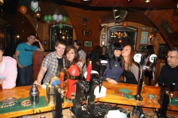 SAINT PETERSBURG: NIGHTLIFE AND CLUBS Vita-notturna-San-Pietroburgo-Shamrock-Bar-580x386