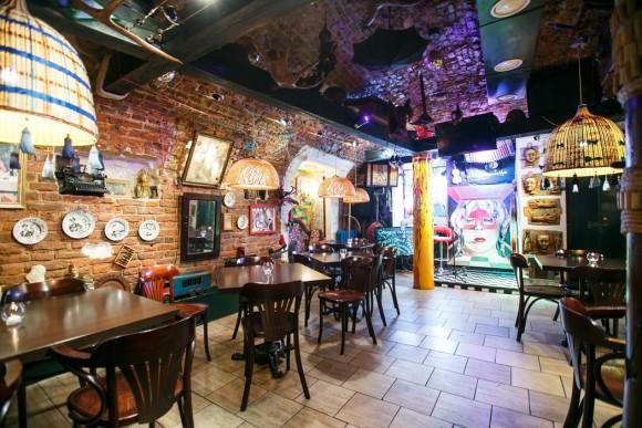 SAINT PETERSBURG: NIGHTLIFE AND CLUBS Vita-notturna-San-Pietroburgo-Sunduk-Art-Caf%C3%A8-580x387