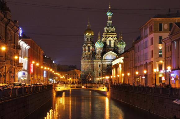SAINT PETERSBURG: NIGHTLIFE AND CLUBS Vita-notturna-San-Pietroburgo-by-night-580x384