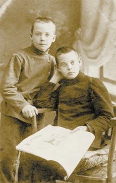 Фотографии с которых смотрят наши предки.... C7b21f13fbc2e2a8bc8a595d59e98333