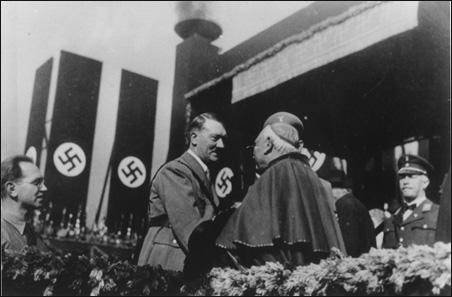 ¿POR QUÉ CALLARON LAS IGLESIAS? Hitler_cardinal4