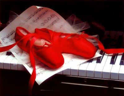 {#} Regalos del Amigo Invisible II Ballet-shoes-on-piano1
