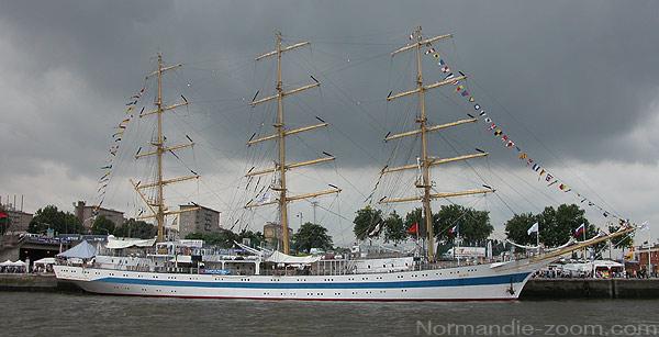 le bateau d'Ajonc à découvrir trouvé par Blucat Mir-grand-voilier-armada-rouen-3-mats-russe