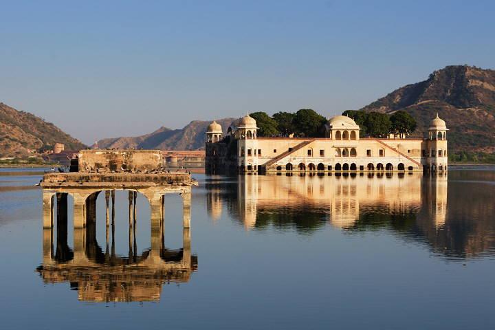 Super moderne vile na vodi Jaipur_Lakepalace_720W_4209