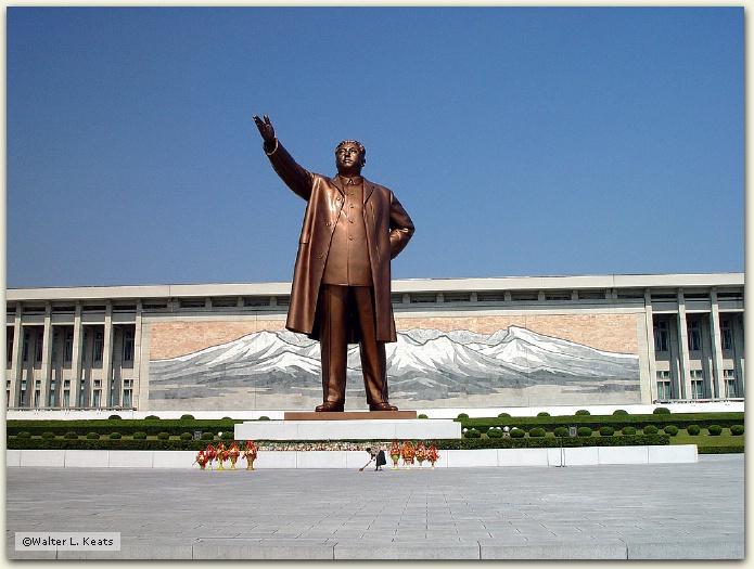 Pyongyang Traffic Ladies honor their Great Leader Korn-Pyongyang-Kim%20IL%20Sung%20Statue-200206-DSC04378-crop