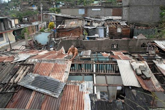 """[Malas noticias] El huracán """"Sandy"""" dejó 11 muertos en su paso por Cuba Cuba-Sandy"""