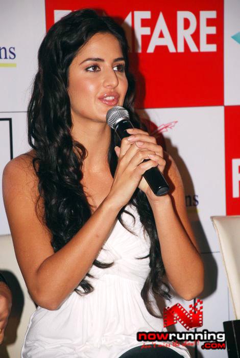 Katrina unveils Filmfare issue DSC_0234