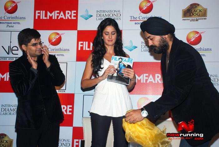 Katrina unveils Filmfare issue DSC_0240
