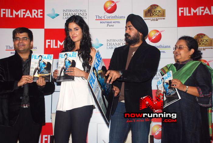 Katrina unveils Filmfare issue DSC_0248
