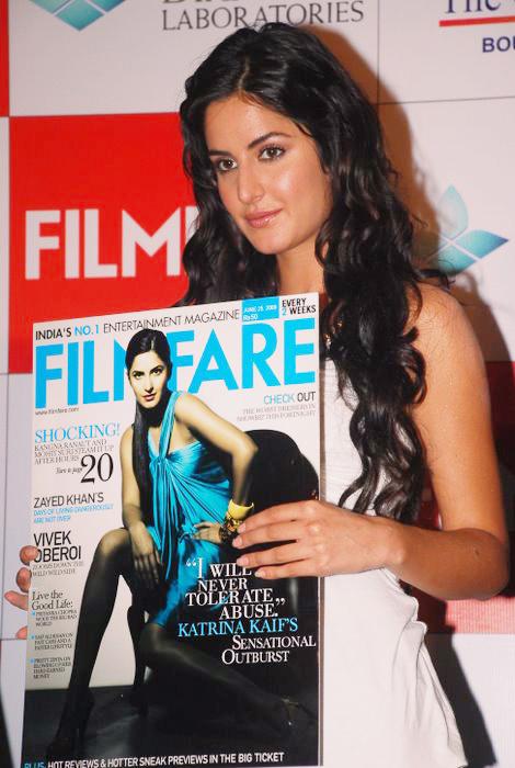 Katrina unveils Filmfare issue DSC_0253
