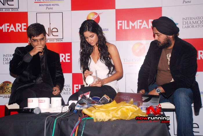 Katrina unveils Filmfare issue DSC_0267