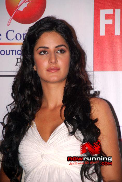 Katrina unveils Filmfare issue DSC_0280