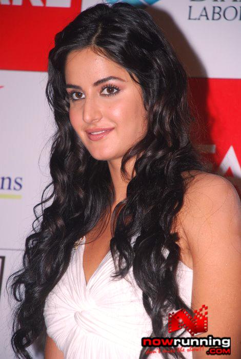 Katrina unveils Filmfare issue DSC_0288