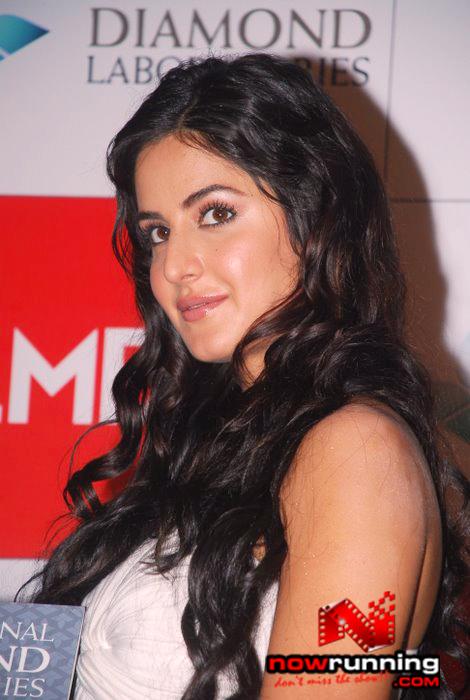 Katrina unveils Filmfare issue DSC_0297