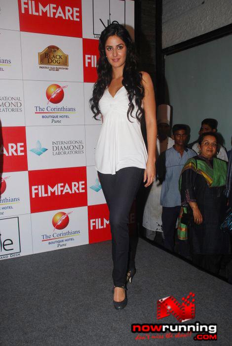 Katrina unveils Filmfare issue DSC_0334