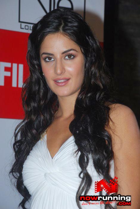 Katrina unveils Filmfare issue DSC_0344