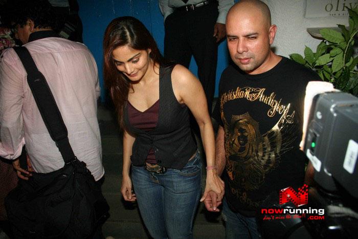Salman Celebrates Kats B day 2008 IMG_6963