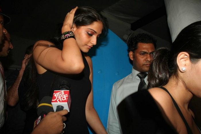 Salman Celebrates Kats B day 2008 IMG_6990