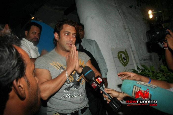 Salman Celebrates Kats B day 2008 IMG_7071