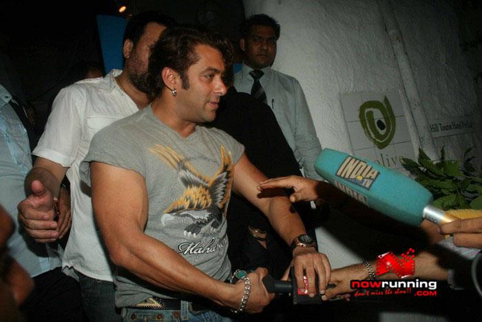 Salman Celebrates Kats B day 2008 IMG_7077