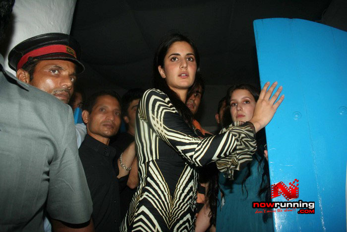 Salman Celebrates Kats B day 2008 IMG_7089