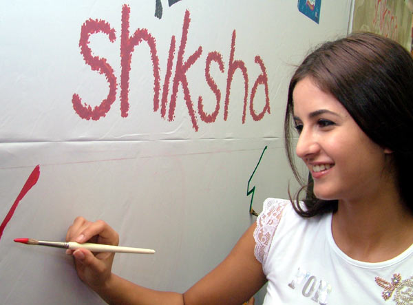 Katrina paints for a cause N1