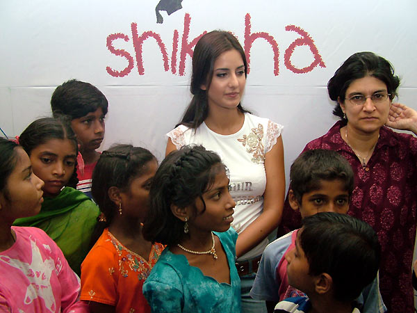 Katrina paints for a cause N2