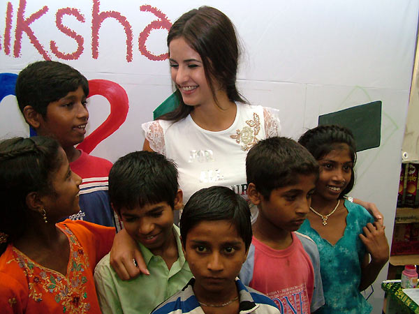 Katrina paints for a cause N3
